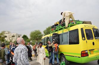 Photo: Départ en bus pour Skardu par la KKH