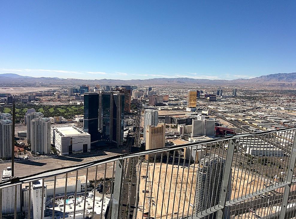 Vistas diurna desde la torre del hotel Stratosphere de Las Vegas