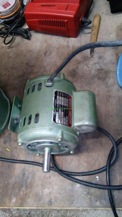 Changement de moteur sur une perceuse à colone dans Usinage et outils