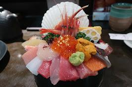 インスタ映えする海鮮丼