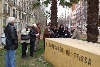 Photo: Grup a l'Avinguda Mistral davant el monument