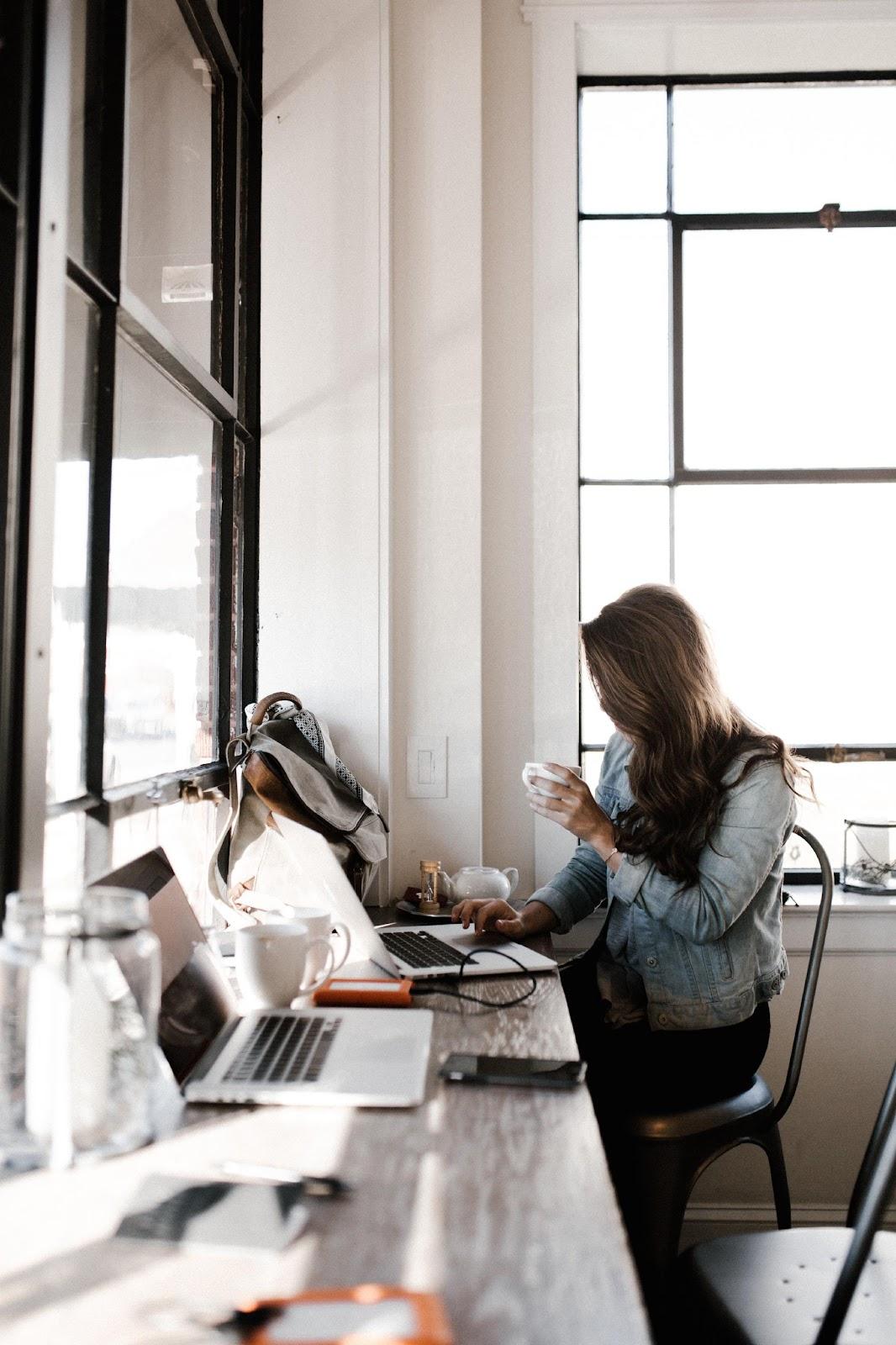 Woman tutoring online.
