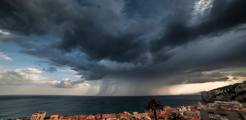 Nuvole cariche di pioggia.  di renatoxxx