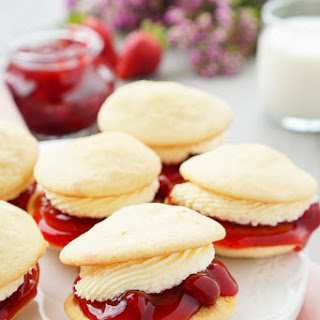 Strawberries and Cream Whoopie Pies Recipe