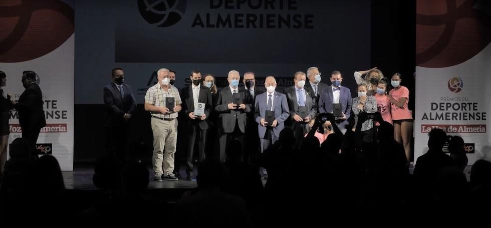 Ganadores y organizadores de los IV Premios del Deporte de LA VOZ y SER Almería.