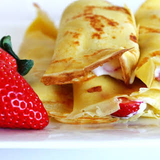 CREPES WITH STRAWBERRIES AND CREAM.