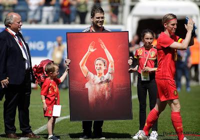 """""""Afscheid valt me zwaar"""": Julie Biesmans en Tessa Wullaert over het einde van Aline Zeler als voetbalster"""