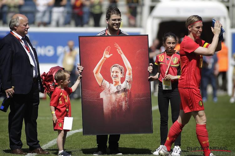 """Recordinternational na haar afscheidsmatch: """"Toen mijn petekinderen op het veld stonden, had ik het moeilijk"""""""