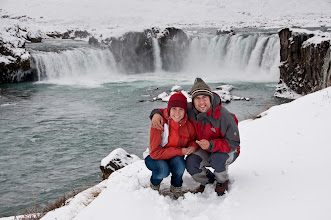 Photo: En la Godafoss, con mal día, mucha nieve y mucho frío pero con la sonrisa en la cara :)