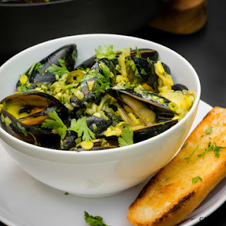 PEI MUSSELS WITH LEMONGRASS COCONUT CURRY