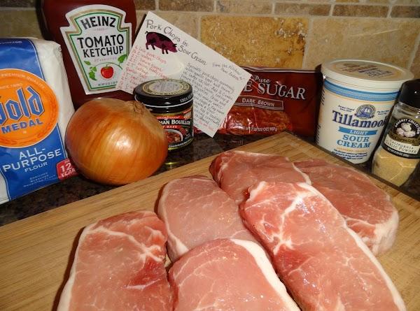Sprinkle pork chops generously with garlic salt and brown in large skillet. Add 1/2...