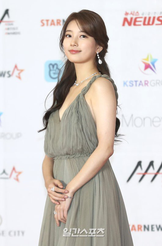 suzy gown 12