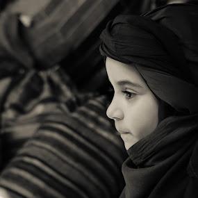 Jade - Touareg by Amine Fassi - Babies & Children Children Candids ( marrakech, child, marrakesh, aminefassi, lumix, black and white, candid, travel, morocco, people, portrait, maroc )