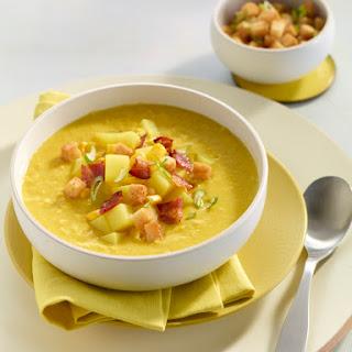 Curry-Maissuppe mit krossem Speck und Croûtons