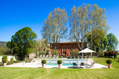 Luxurious Villa Perched at the foot of Grand Luberon