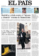 """Photo: Madrid se rebela contra el """"injusto y absurdo"""" sistema de financiación, La UE obliga a Bankia a quitar el bonus de 2011 a sus directivos y Javier Marías rechaza el Premio Nacional de Narrativa del Ministerio de Educación, en la portada de la edición nacional del viernes 26 de octubre http://cort.as/2gPq"""