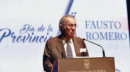 Fausto Romero-Miura, tras recibir la Medalla de Oro de la provincia en noviembre de 2018.
