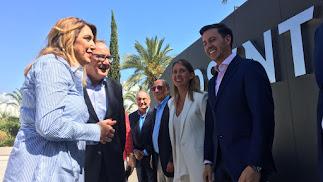 Visita de la presidenta de la Junta a las instalaciones de Cosentino, en Cantoria.