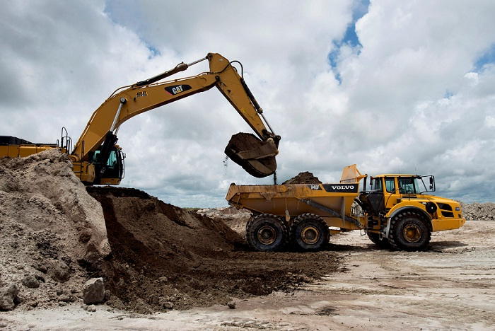 A Caterpillar 374DL hydraulic excavator loads silica sand into a truck. Picture: BLOOMBERG