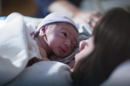 Bí mật ẩn chứa đằng sau mùi thơm ngọt ngào của trẻ sơ sinh khiến người lớn muốn hít hà mãi không thôi - Ảnh 4.
