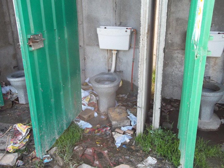 Mfuleni shack-dwellers have been using an open field as a toilet – Now even the field is too dirty