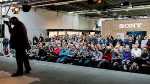 Frank Doorhof demonstreert in het Live Shoot theater