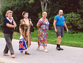Photo: Iš kairės: Gusčiaus Vaclovo (jaun.) žmona (gyv. Vilniuje), Gusčiūtė Rūta (gyv. Rygoje), Gusčiaus Vaclovo (vyr.) žmona Irena Paulauskytė, Gusčius Vaclovas (vyr.) Fotografavo Juozas Šakinis.