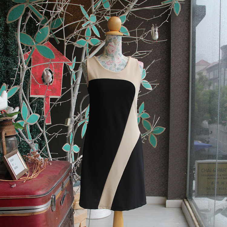 Sleeveless Fitted B/W Dress by Le Tea Boutique