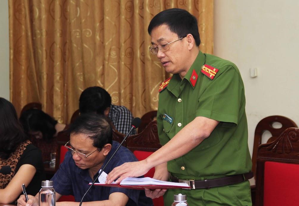 Đồng chí Đại tá Nguyễn Mạnh Hùng, Phó Giám đốc Công an tỉnh, Thủ trưởng Cơ quan CSĐT phát biểu tại buổi giao ban