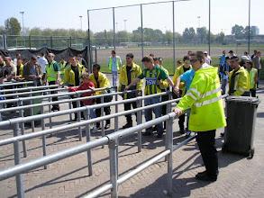 Photo: ........ zoals altijd doen de stewards hun werk grondig.