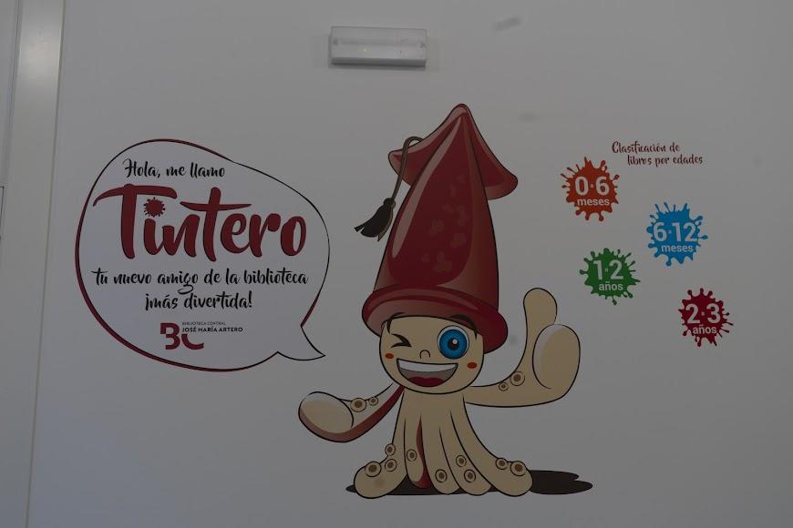 Mascota de la biblioteca biblioteca José María Artero.