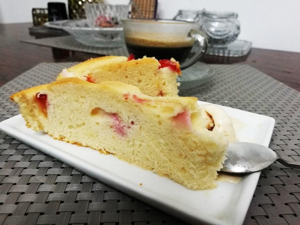 Сливовый пирог и кофе
