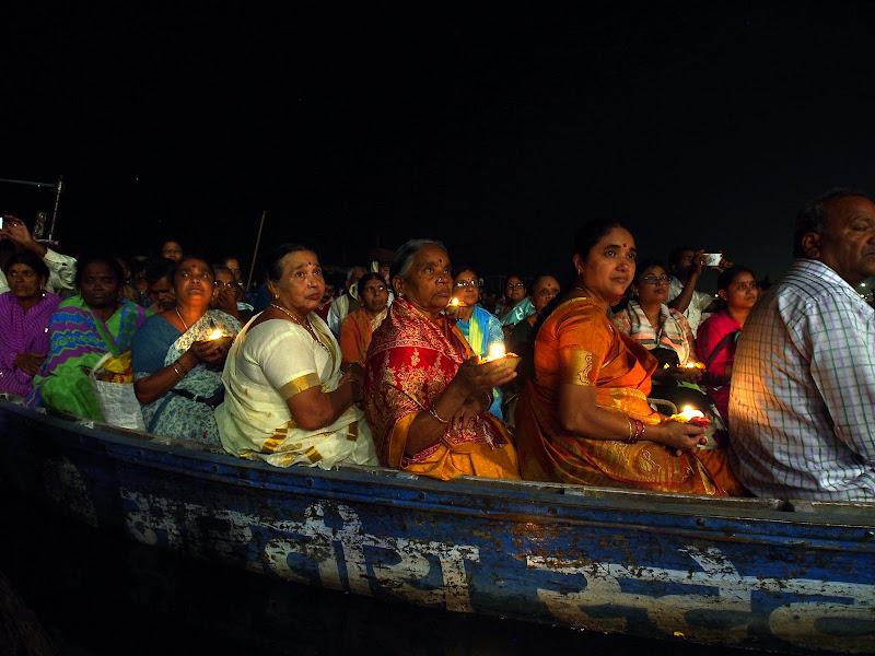 Varanasi, offerte luminose al Ganga Arti di virginiaLonati