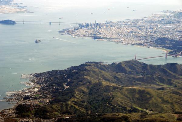 Uçak Camından Görünen Doğa ve Şehirler