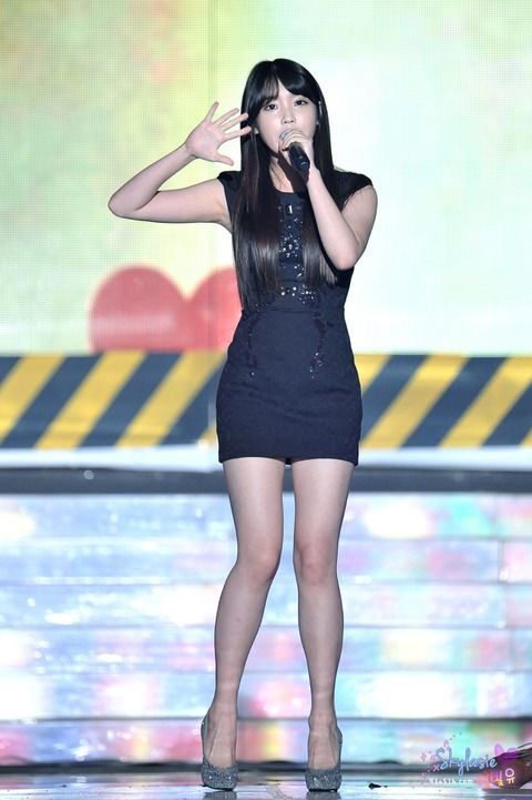 iu black dress 16