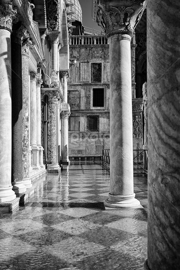 Venice with high water by Matteo Chinellato - Buildings & Architecture Public & Historical ( acqua alta, venezia, laguna, high water, lagoon, italia, venice, flooded, italy )