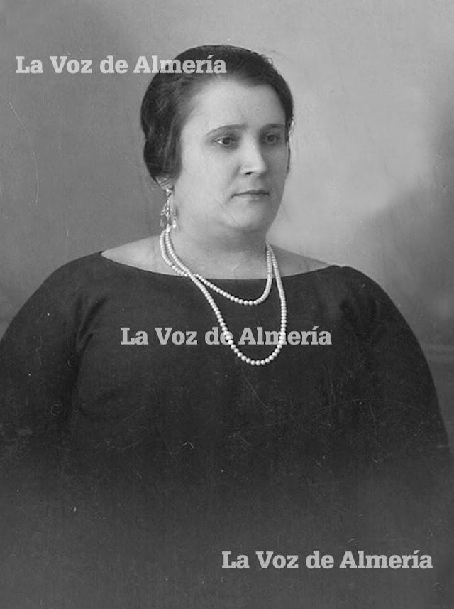 Lola González García nació en Almería en 1903 y murió en 1976. Por sus manos pasaron los trajes de los toreros más famosos de su tiempo.