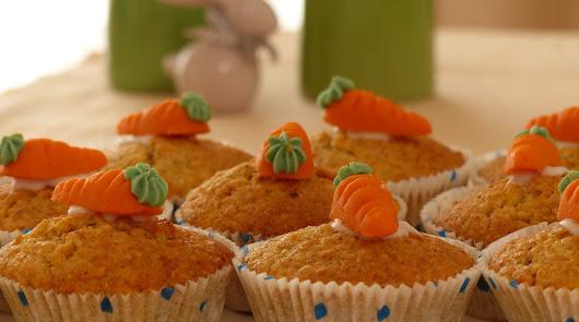 Macarrones con verduras y huevo y cupcake de zanahoria, un menú saludable