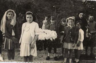 Photo: Agustina, Mabel, Keti, María Jesús, María Socorro, Clari, Pepita (maestra) y .....