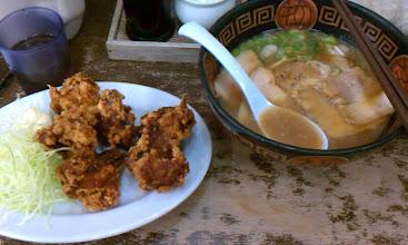 Photo: 麺屋やまと http://www.menya-yamato.com/pc/index.html  チャーシューめん と からあげ(200g)
