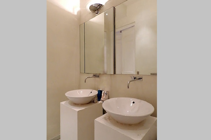 Bathroom at 4 Bedroom Serviced Apartment, Luxembourg garde