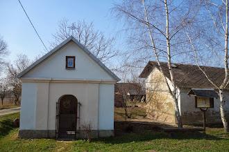 Photo: kaplička na začátku Hrozové