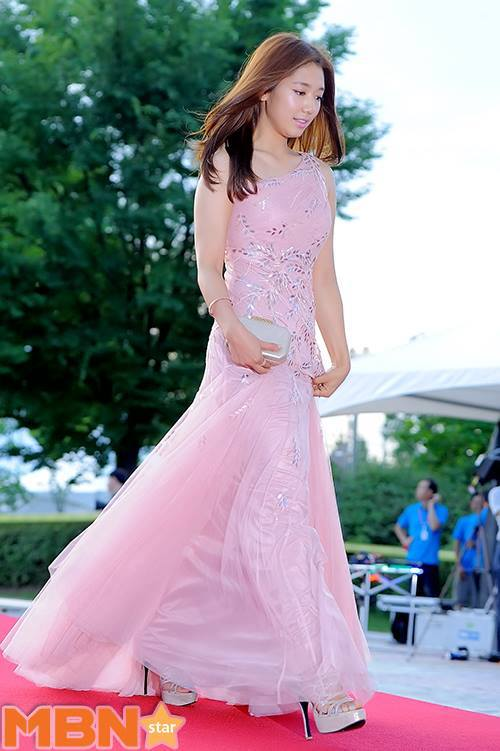 shinhye gown 19
