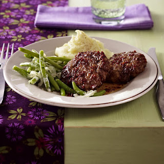Burgers with Mashed Potatoes and Creamy Green Beans.