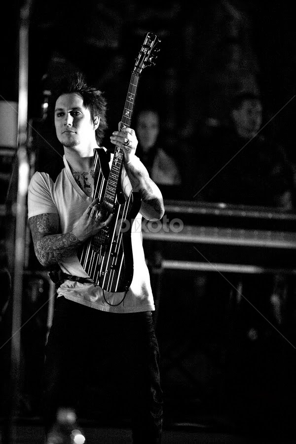 Synyster Gates, Avenged Sevenfold by Cody Miller - People Musicians & Entertainers ( canon, is, synyster, 70-200, avenged, ii, marines, 2.8l, us, gates, iraq, forces, coast, army, sevenfold, guard, air, navy, force, armed )