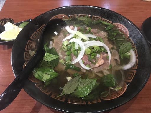 湯有點鹹,牛肉非常軟嫩好吃,只是不太像新鮮牛肉切片,更像有稍微調味或加工過的肉片!