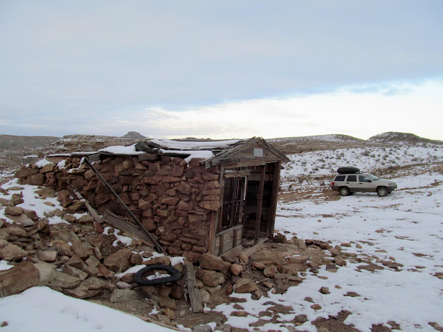 Stone cabin at Dee Pass