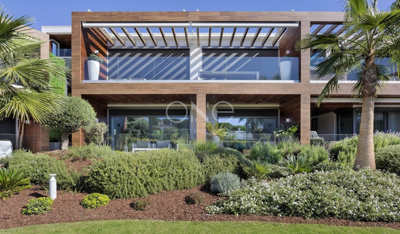Appartement contemporain avec terrasse et piscine Faro