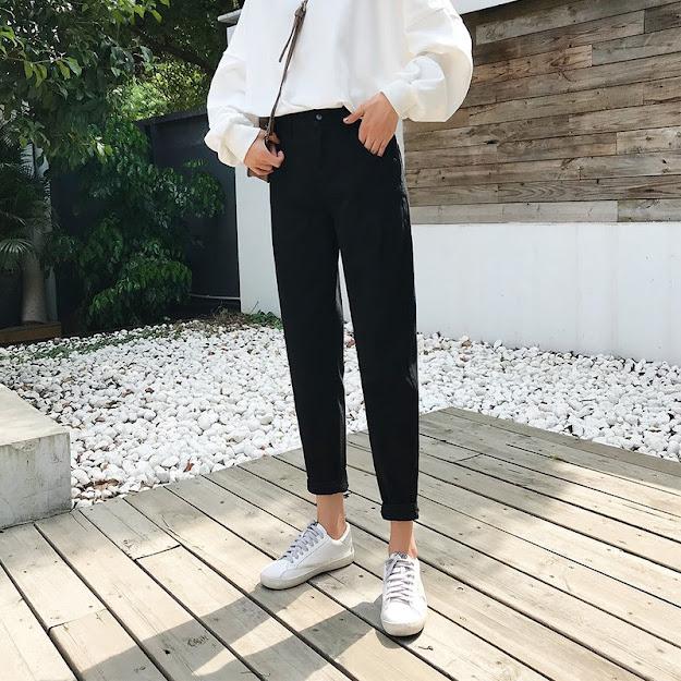 Giày Sneaker trắng và quần Baggy tại sao không ?