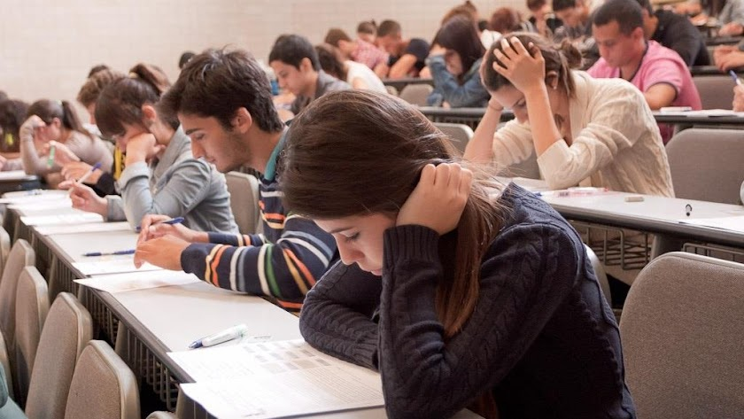 Estudiantes en unas pruebas de acceso a la UAL.